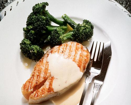 Alimentos ricos em ômega 3 (como salmão, sardinha, cavalinha, bacalhau): podem ser consumidos grelhados, usando alguns temperos termogêncicos como a piment...