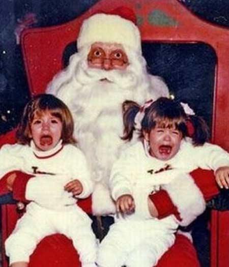 Pais sempre acham que as crianças vão adorar ficar no colo do papai Noel, mas as crianças sempre esperam que o Papai Noel seja um igual nos desenhos animad...