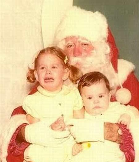 Tem Papai Noel que parece que saiu direto do emprego noturno e foi ganhar uns trocos no shopping center do bairro