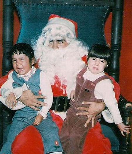 """E menina pensa: """"Este Papai Noel tem cheiro de pinga"""". E o menino berra: """"Este Papai Noel tem o cheiro do papai!"""""""