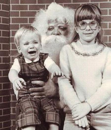 - Poxa, Papai Noel! Você é mais feio que a minha irmã!
