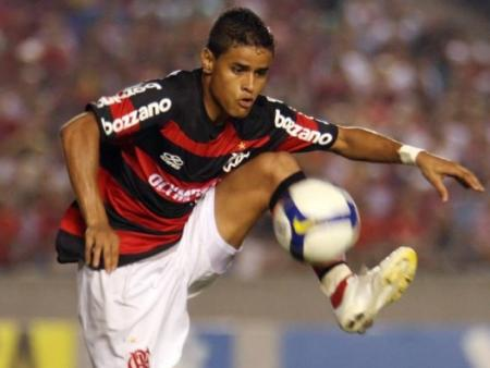 http://i1.r7.com/data/files/2C92/94A3/25E0/A378/0125/E19B/0C5D/23AC/everton-flamengo-hg.jpg
