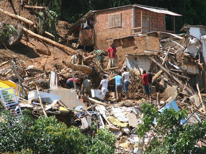 Deslizamentos de terra em angra dos reis no rio de janeiro causam mortes e destrui o foto 8 - Fotos terras ...