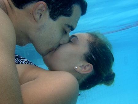 Casais se beijam até perder o fôlego em campeonato - Jovem - R7