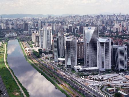 Atrações do feriado interditam ruas da capital - Trânsito - R7