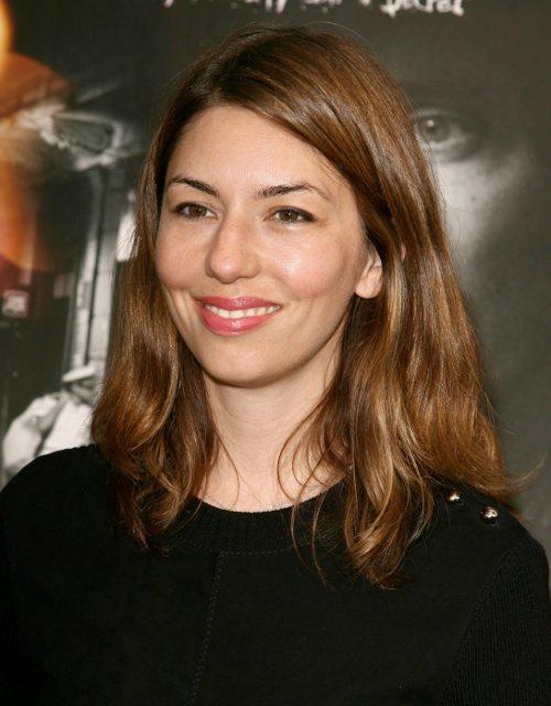 Sofia Coppola começou sua carreira ainda bebê, fazendo participações nos filmes de seu pai, como o clássico Poderoso Chefão, que fez com apenas um ano. Em ...