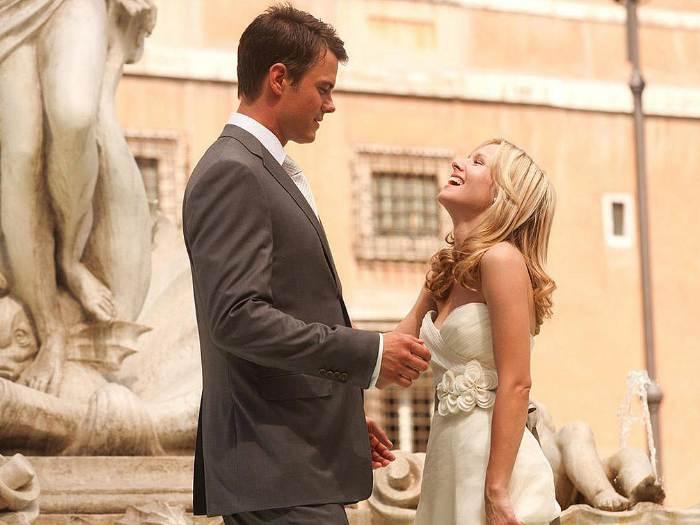 Quando em Roma, uma comédia romântica, narra a história de uma jovem curadora de artes norte-americana que não consegue arrumar namorado. Com a noticia de ...