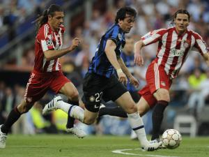 http://i1.r7.com/data/files/2C92/94A3/28BE/5E40/0128/C1AA/1E35/4440/diego-milito-inter-bayern-tvi-2010052.jpg