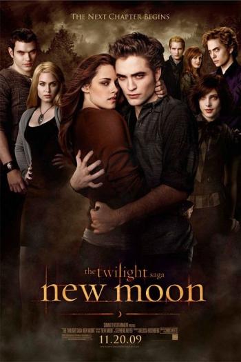 Após ser abandonada por Edward, Bella fica deprimida e acaba passando mais tempo com o amigo Jacob. Sem perceber, ela se apaixona por ele. Porém, esse amor...