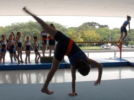 http://i2.r7.com/curitiba-escola-certa-450x338.jpg