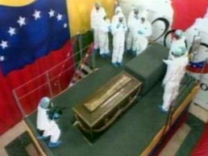 Parentes de irmã de Simón Bolívar protestam contra exumação na ...
