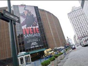 Ivete Sangalo Banner NY
