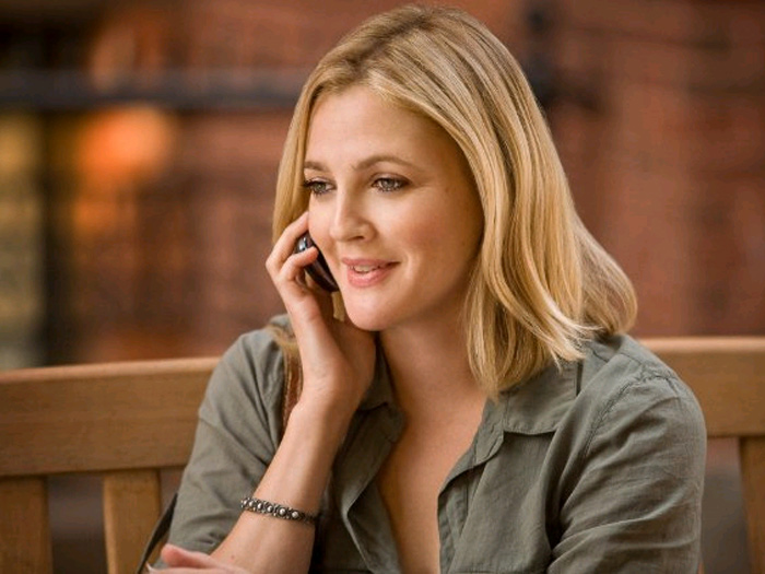 http://i1.r7.com/data/files/2C92/94A3/2AA4/FB91/012A/A5A5/D9AE/7337/drew-barrymore-amor-a-distancia-700-525.jpg