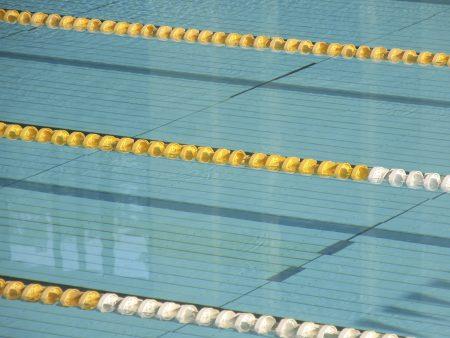 Estudo liga c ncer a nado em piscina com cloro sa de r7 for Nivel de cloro en piscinas