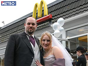 http://i1.r7.com/data/files/2C92/94A3/2BA9/67EB/012B/AC3E/EECF/36FD/casamento.jpg