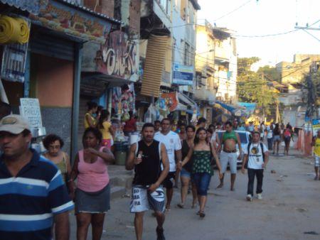 Rotina dos moradores volta ao normal após ocupação da polícia no ...