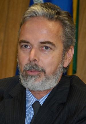 Brasil aguarda garantias para reconhecer rebeldes como representantes da Líbia, diz Patriota