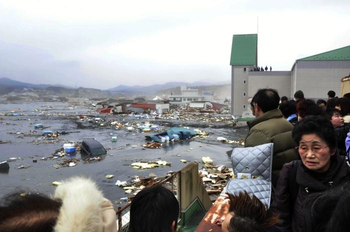 Terremoto no Japão provoca tsunami e deixa mais de 300 mortos ...