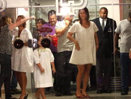 Ivete Sangalo chega à maternidade