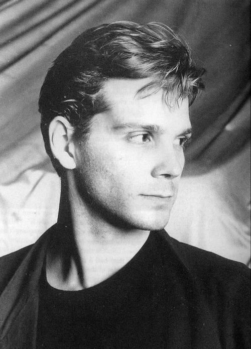 Pete de Freitas foi considerado um dos melhores bateristas do rock dos anos 80, e tocava com o Echo & The Bunnymen. Esteve com a banda quando eles tocaram ...