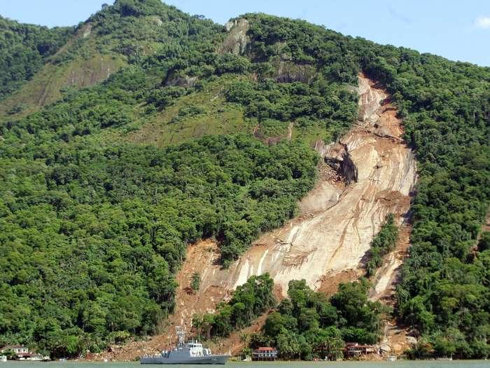 Deslizamentos de terra em angra dos reis no rio de janeiro causam mortes e destrui o - Fotos terras ...