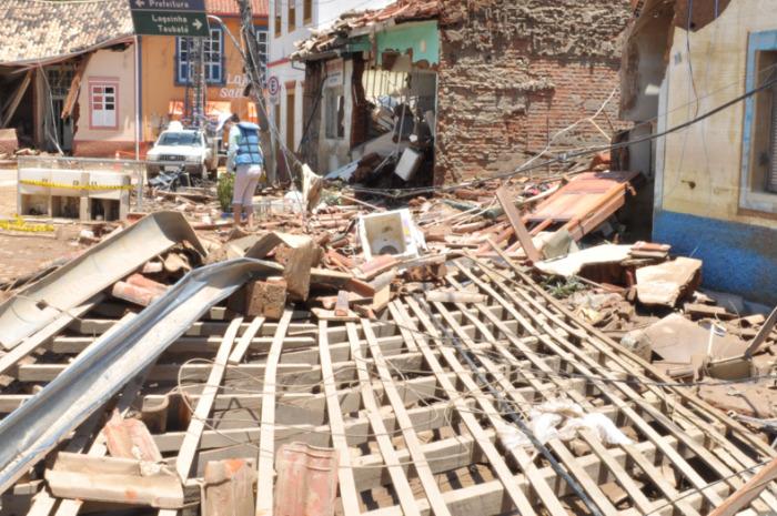 Veja a destruição em São Luís do Paraitinga - Foto 1 - São Paulo - R7