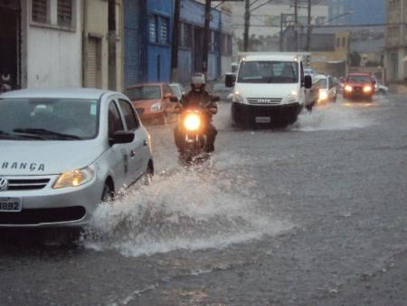 Chuva em São Paulo (moto)