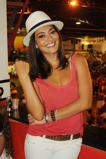 http://i1.r7.com/data/files/2C92/94A4/26AB/D055/0126/AEDA/7C4D/5C77/juliana-paes-g.jpg