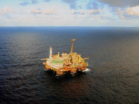 FOTO 06 - Plataforma de petróleo-450x338