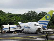 Cerca de 3.000 turistas estãopresos em ilha onde avião se partiu