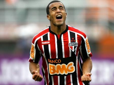 Resultado de imagem para Lucas brilha e São Paulo vence Palmeiras no Pacaembu