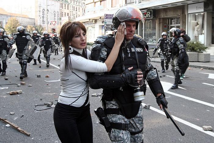 servia gay policial mulher