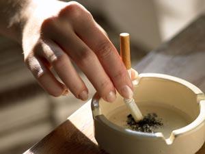 cigarro apagado, cinzeiro, fumo, 300X225