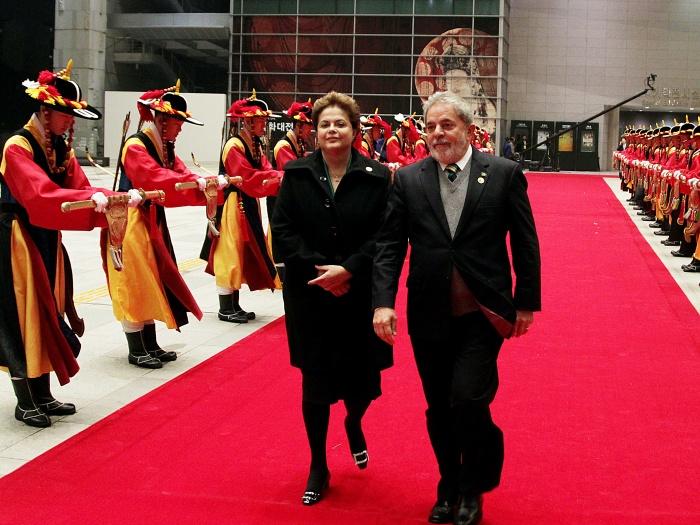 Sucessora de Lula, Dilma terá de lidar com peso global do Brasil na política externa