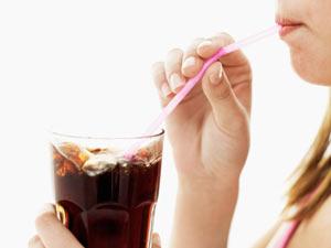 Consumo de refrigerante de cola aumenta risco de osteoporose