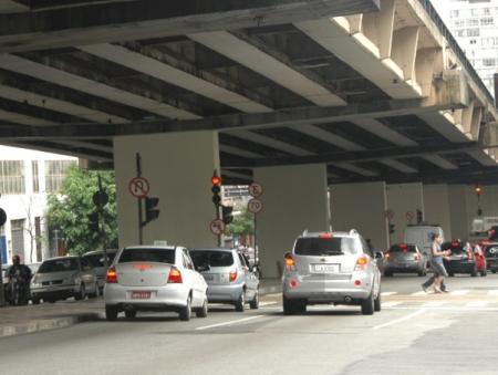"""Retirada de grafites do Minhocão """"burocratiza"""" cidade de São Paulo ..."""