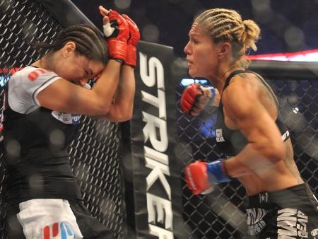 """Brasileira melhor do mundo no MMA vence """"queda de braço"""" e ..."""