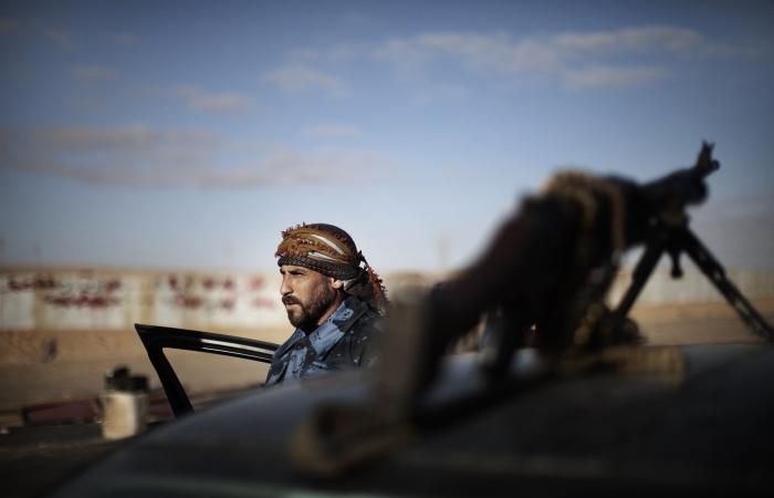 Rebeldes recebem novas armas e haxixe para enfrentar forças de Gaddafi