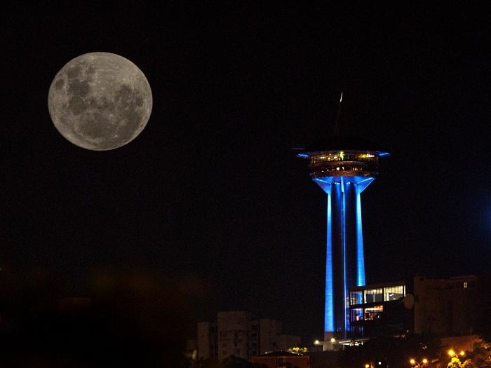 Em Belo Horizonte, capital de Minas Gerais, a Lua parecia muito mais próxima do que o normal. Esta é a maior lua cheia desde 1993