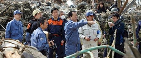 Premiê visita pela 1ª vez área de tsunami