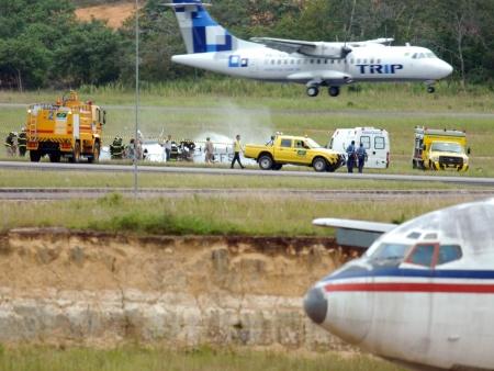 http://i2.r7.com/acidente-aviao-manaus-hg-20110421.jpg