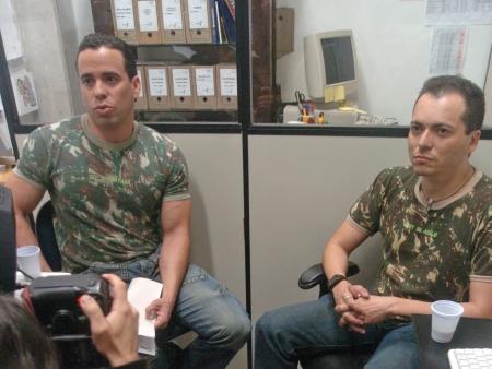 Ex-militares gays Fernando Figueiredo e Laci