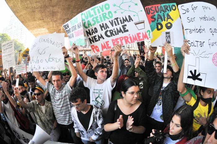 manifestantes - marcha da maconha