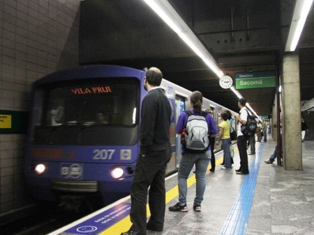 Metrô passageiros