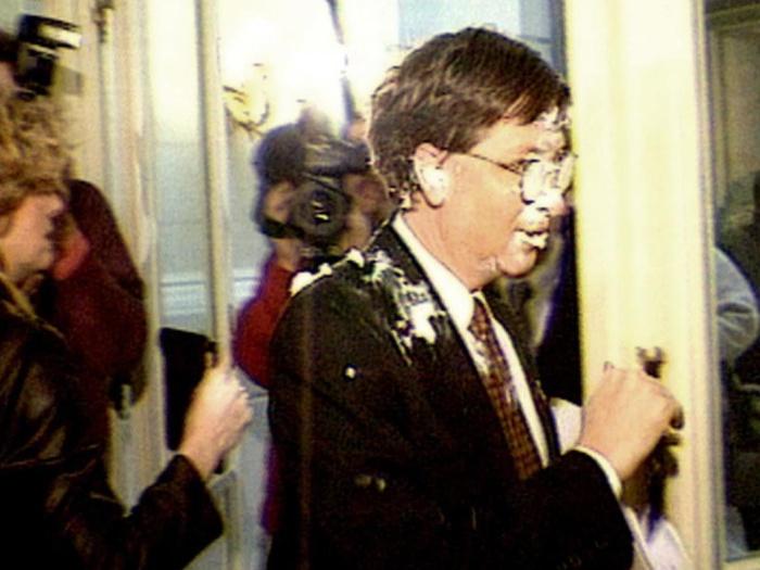 Outro poderoso que já levou uma bela tortada na cara foi Bill Gates. O ataque aconteceu quando o dono da Microsoft foi surpreendido por um ativista na cheg...
