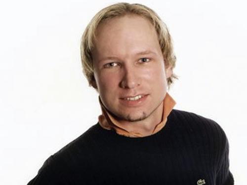 De acordo com a polícia, o norueguêsAnders Behring Breivik, de 32 anos, é o principal suspeito dos atentados que mataram 91 pessoas em Oslo e na ilha Utoe...