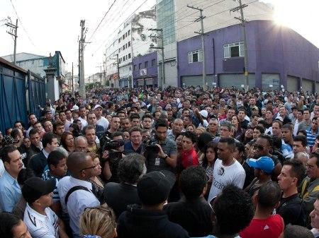 Multidão Feira da Madrugada