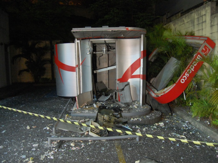 A Banco Bradesco ATM blasted open at a gas station