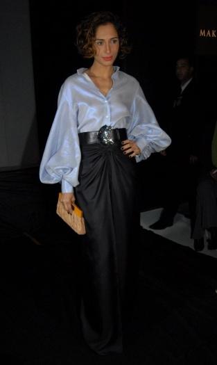 Camila Pintanga arrasou com saia longa e blusa de manga bufante em visual de festa