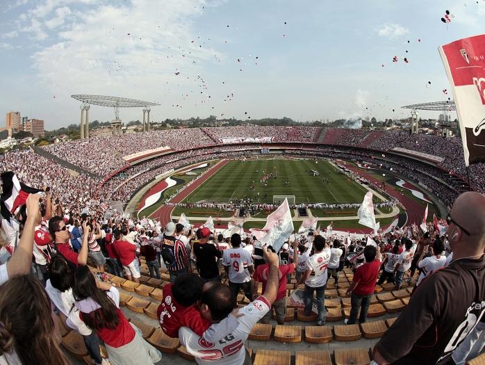 Mais de 60 mil torcedores estão no Morumbi para presenciar um momento histórico: o jogo de número mil do capitão Rogério Ceni com a camisa são-paulina